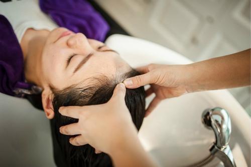 养发的重要性:女人短期的美好,去美容院!长期的健康,请频繁走进养发馆!